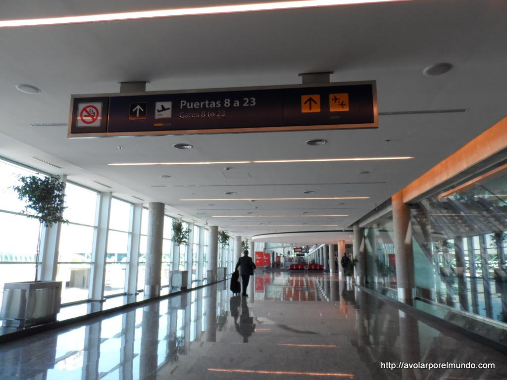 El acceso a la terminal B, desde la terminal A.