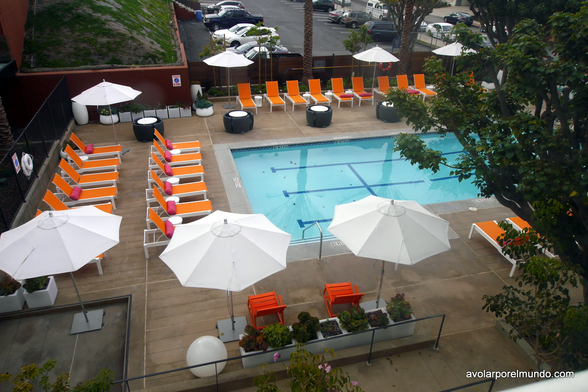 Aloft pool