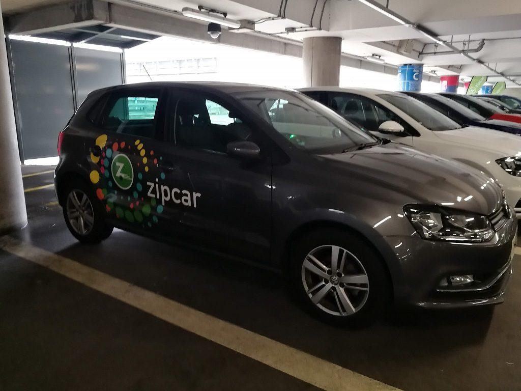 Zipcar estacionado y cerrado