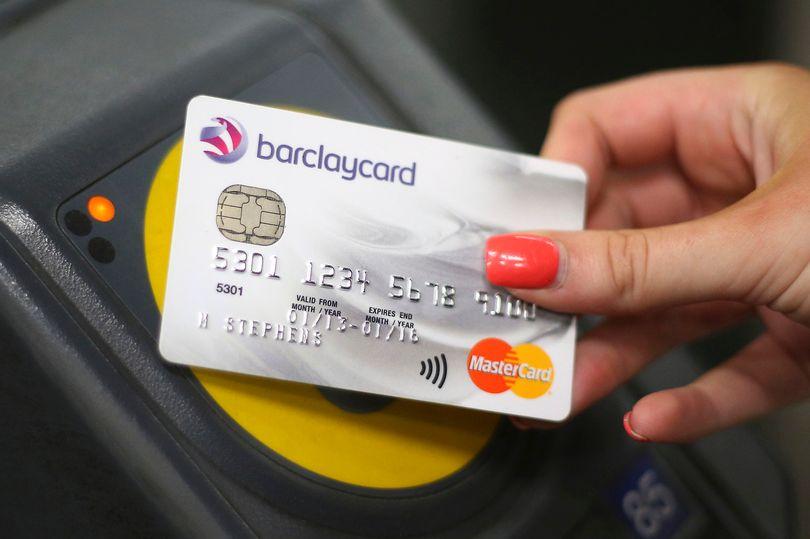 Pagando el subte con tarjeta contactless