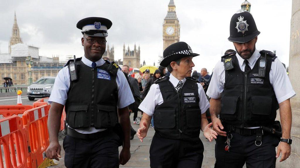 Estos son los típicos policías uniformados de Londres