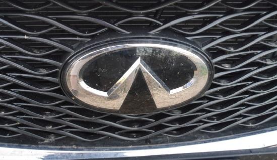 Infiniti Q30 emblem